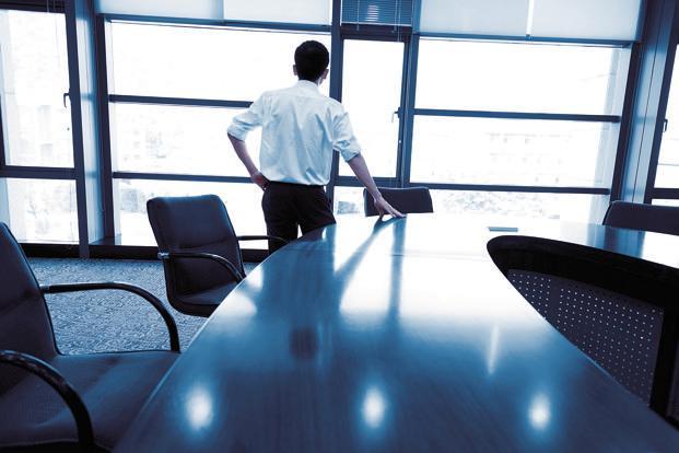 مبانی نظری دوره تصدی مدیرعامل : مفهوم و رابطه دوره تصدی مدیریت با شاخص های حسابرسی و گزارشگری